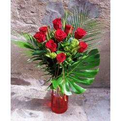 Rosas de Sant Jordi con Jarrón de cristal