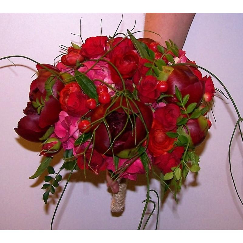 Ram de núvia de peoníes i roses