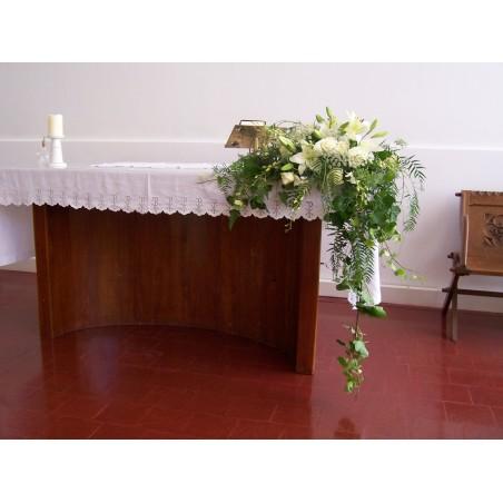 Centro de flores altar.