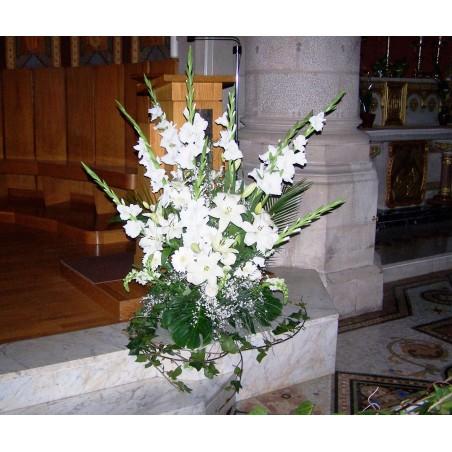 Centro clásico alto de flores iglesia